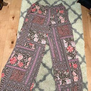 Wide-Leg Flowy Pant